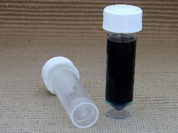 Viales para transportar pequeñas cantidades de tinta para pluma