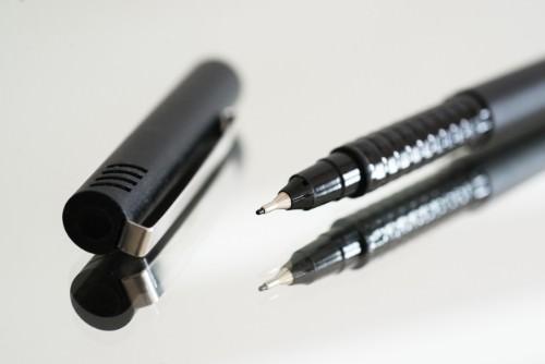 Bolígrafo punta fina